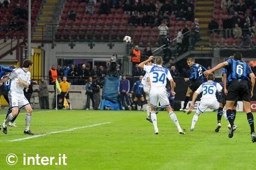Inter-Dinamo Kiev: l'altra porta, Lucio! 6 Ranocchiate